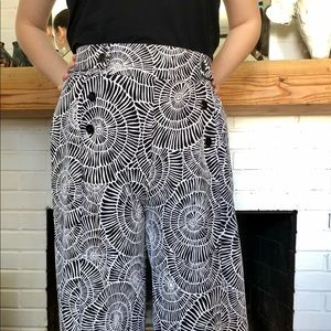 Rober Louis pants in graphic black & white size L